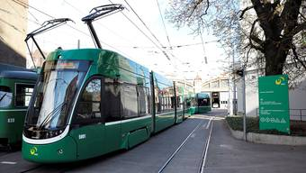 Die neuen Flexity-Trams der BVB sind meist ohne Werbung unterwegs.
