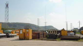 Die Bauprofile für das 100 Mio. Franken teure Holz-Heizkraftwerk stehen. Gegenwärtig liegt das Baugesuch auf (wal)
