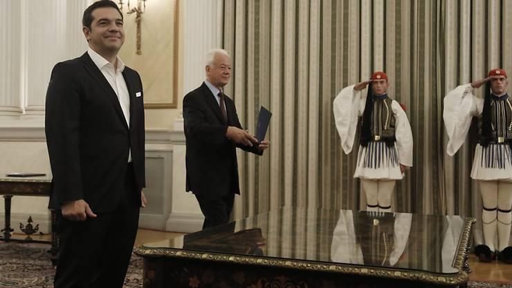 Griechenlands Regierungschef Alexis Tsipras (links) hat nach dem Wahlsieg seinen Ministerrat bestimmt.