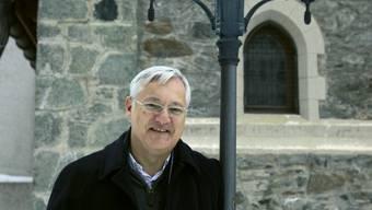 Peter Voser (51) wuchs in Neuenhof und Würenlos AG auf und machte das KV bei einer Regionalbank. Danach absolvierte er die HWV und stieg mit 24 Jahren als Buchprüfer bei Shell Schweiz ein. 2002 wechselte er als Finanzchef zu ABB, an deren Rettung er stark beteiligt war. 2004 kehrte er zu Shell zurück, seit 1. Juli 2009 ist er CEO. Voser ist verheiratet, hat zwei Töchter und einen Sohn.