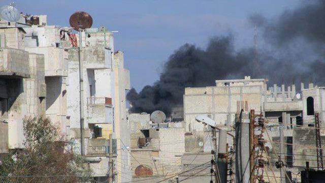 Rauch über den Dächern von Homs (Amateuraufnahme)