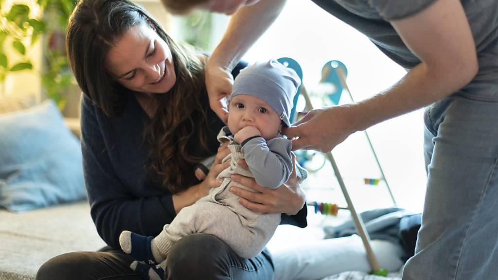 Der Tessiner Grosse Rat stimmt zweiwöchiger Elternzeit zu