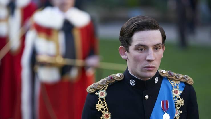 Josh O'Connor spielt den jungen und mit seiner Rolle hadernden Prinz Charles.