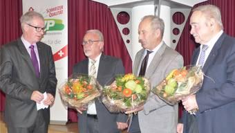 Daniel Vulliamy ehrte die Gründungsmitglieder Martin Flückiger, Oskar Roduner, Hanspeter Märki (v.l.). ari