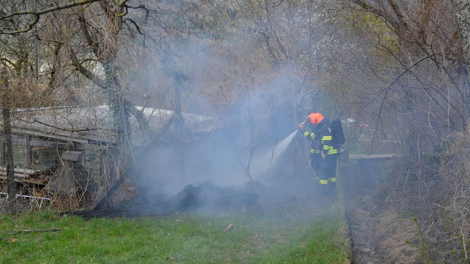 Der Brand beim Gartenhäuschen wurde durch Raucherwaren ausgelöst.