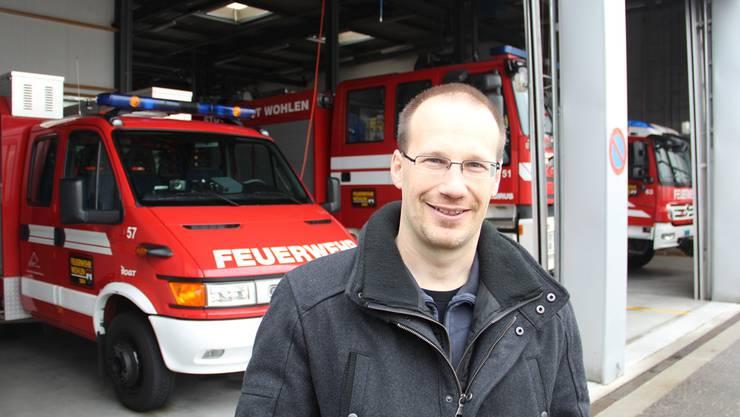 Oliver Degischer beim Fototermin: «Ich bin selber Gruppenführer und Maschinist in der Feuerwehr.» aw