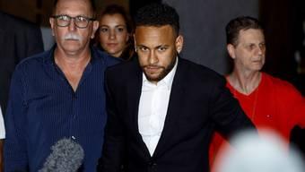 Keine ausreichenden Beweise für eine Anklage gegen Neymar: Das Verfahren wegen Vergewaltigungsvorwürfen gegen den brasilianischen Nationalstürmer wurde eingestellt. (Archivbild)