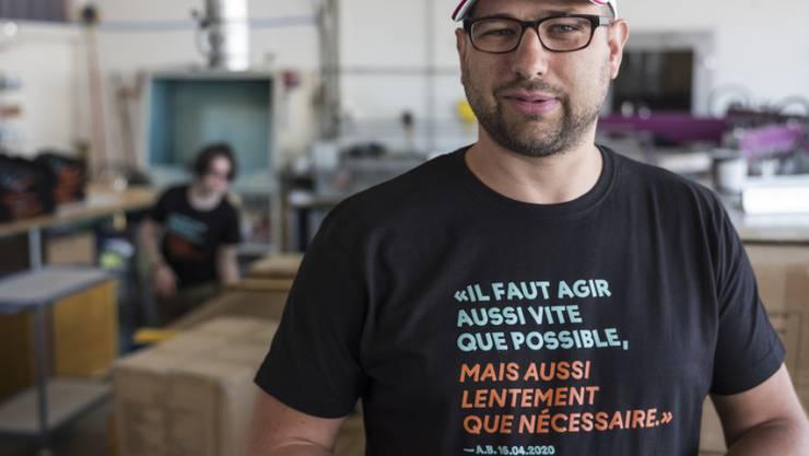 Kultstatus: Das T-Shirt mit dem Berset-Spruch, hier getragen von Claude Progin. Er ist Mitinitiant des Projekts.