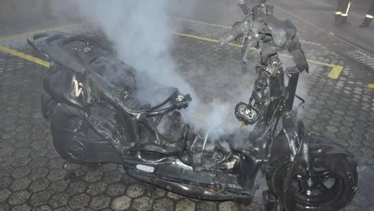 Nicht mehr viel übrig: Der E-Roller nach dem Brand.