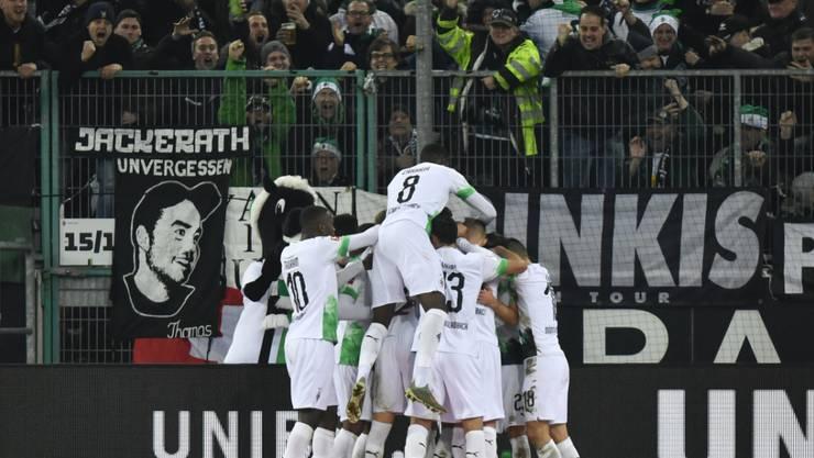 Grenzenloser Jubel bei Borussia Mönchengladbach nach dem späten Siegestor gegen Bayern München