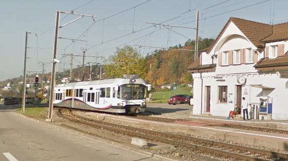 20-Jähriger auf Bahnübergang von Zug erfasst