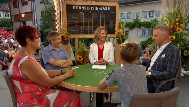 Donnschtig-Jass: 1.Runde mit Bruno Fink und Silvia Neukom für Balsthal, Adrian Schleiss und Telefonjasserin Nathalie Schindler für Grenchen.