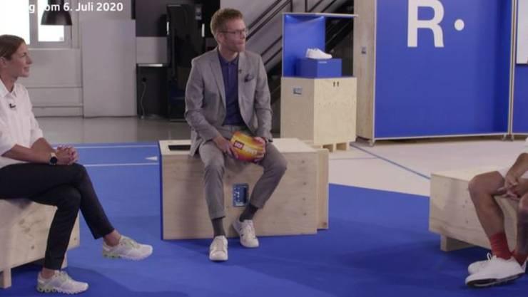 """Mit der Werbung übertrieben? Nicola Spirig und Roger Federer in der Sendung """"Sportpanorama plus"""" mit Olivier Borer."""