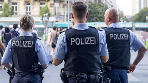 Schwyzer Polizisten stehen wegen Leibesvisitation vor Gericht