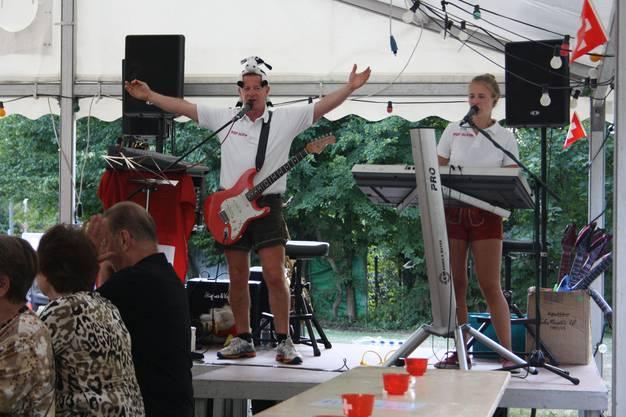Das Duo Popalpin sorgte für Stimmung in Oberengstringen.