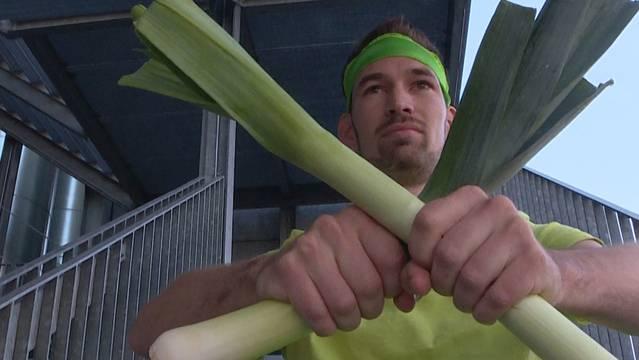 Bei Ninja Warrior Switzerland sind auch Freaks mit dabei: Dieser Kandidat geht als Lauch an den Start.