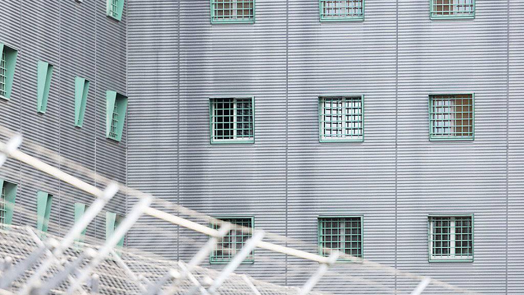 Die Bewegungsfreiheit in der ausländerrechtlichen Administrativhaft in der Schweiz ist «grundrechtlich unhaltbar». Das schreibt die Nationale Kommission zur Verhütung von Folter (NKVF) in ihrem neusten Tätigkeitsbericht. (Themenbild)