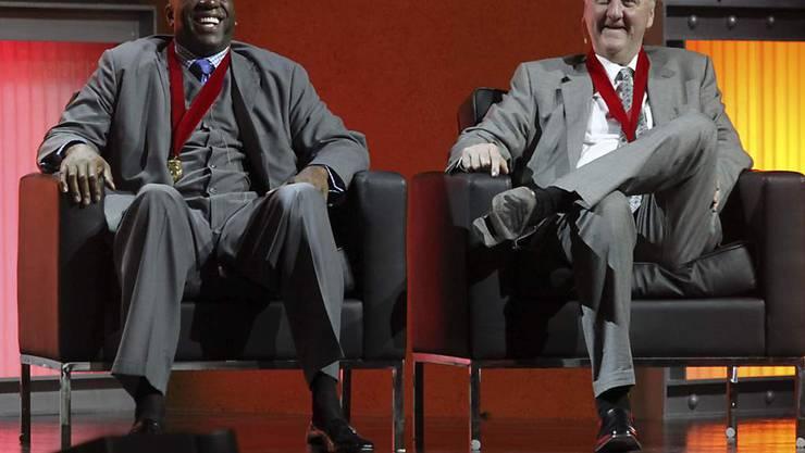 """Die Erzrivalen Earvin """"Magic"""" Johnson (links) und Larry Bird im März 2009"""