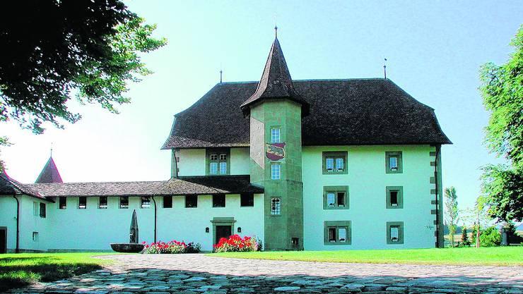 Vertrag unterschrieben: Ab 1. Juli 2010 hat dieses Schloss mit der Stiftung Schloss Schwarzenburg einen neuen Besitzer. zvg