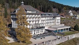Das Grand Hôtel des Rasses steht inmitten eines grosszügig angelegten Parks.
