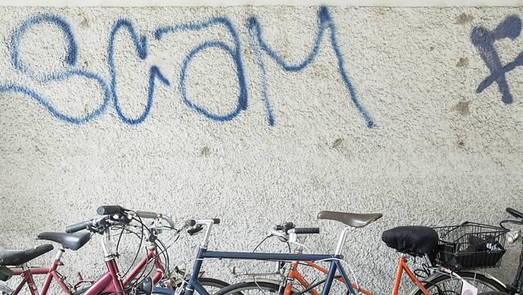 Ein 22-Jähriger soll in Winterthur ein Haus besprayt haben. (Symbolbild)