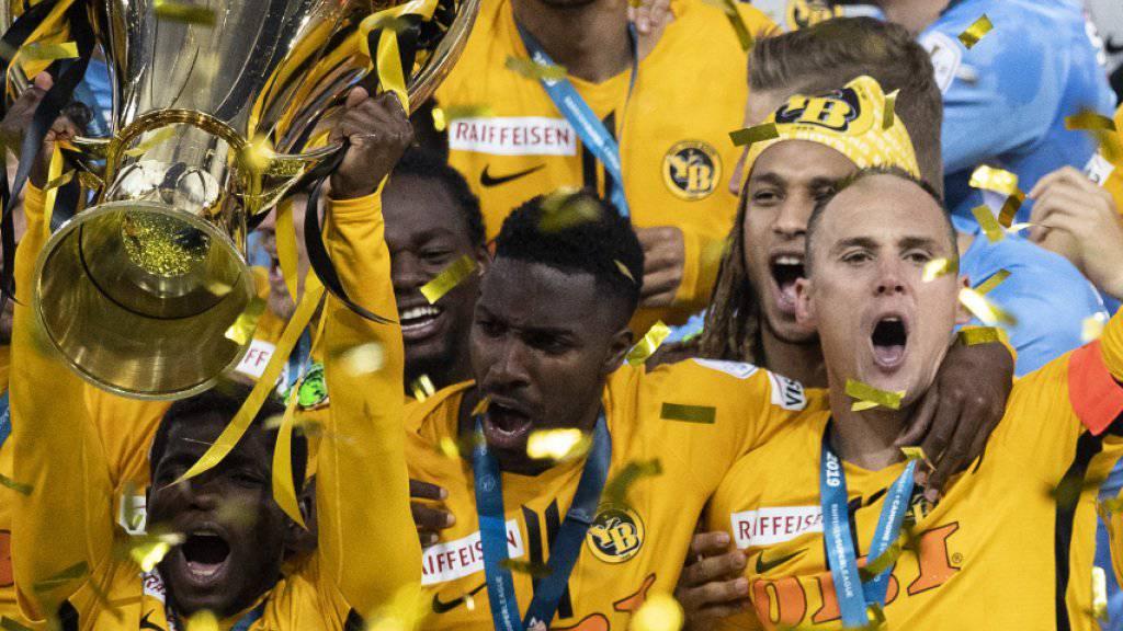 Die Young Boys bekamen nach dem Match ihren Meisterpokal