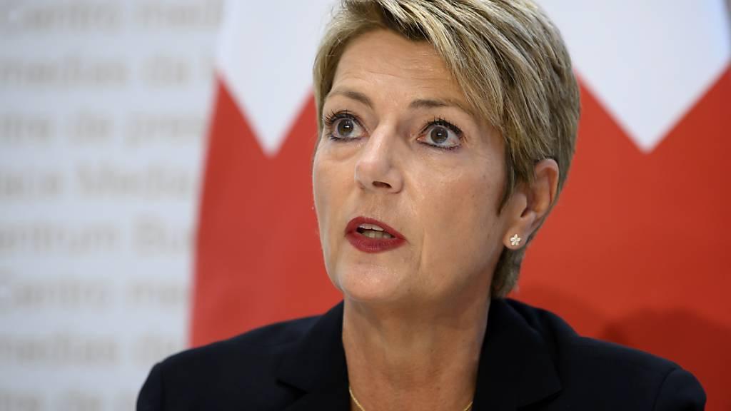 Justizministerin Karin Keller-Sutter verspricht nach dem deutlichen Ja zur «Ehe für alle» eine rasche Umsetzung des Volkswillens.