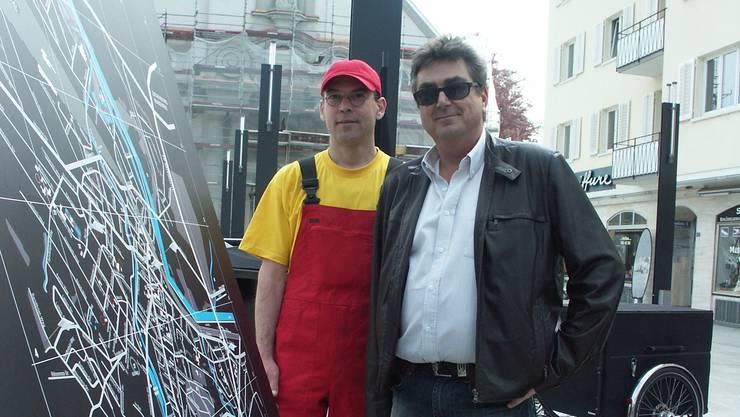Auf dem Bild von 2009 posiert Infrastrukturvorstand Roger Brunner (r.) mit dem Güselranger Niels Michel. Vielleicht bekommt der bald einen Nachfolger.