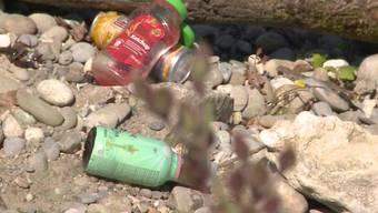 An diversen Abschnitten der Aare hinterliessen Unbekannte nach dem Grillieren an der Brötlistelle eine regelrechte Müllhalde.