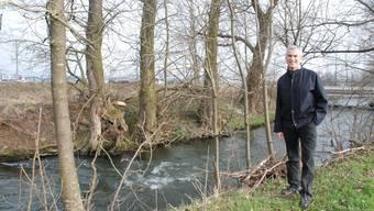 Fritz Hunziker von der Pfiffner Messwandler AG in Hirschthal plant an der Suhre ein Wassserkraftwerk. (Frieda Steffen)