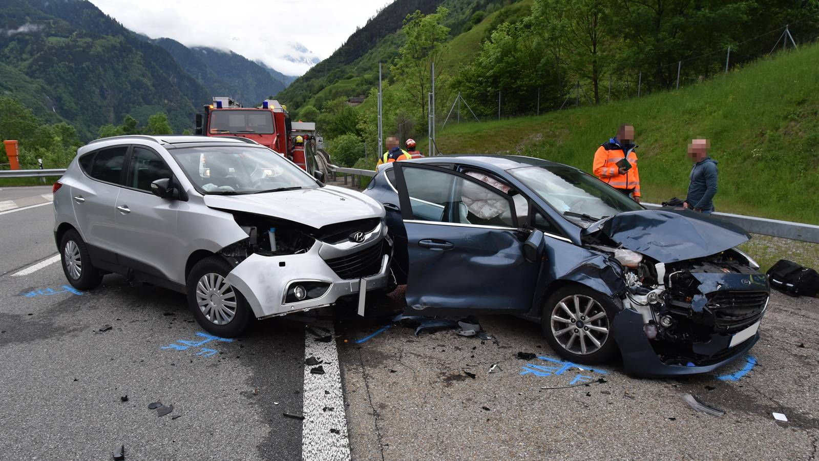An beiden Unfallfahrzeugen entstand Totalschaden.