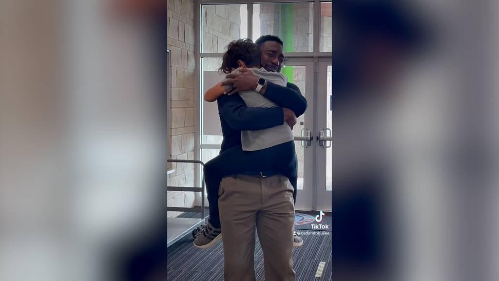 Rührende Szene: Stiefvater überrascht Tochter mit Adoption