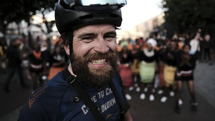 Jonas Deichmann ist nach 72 Tagen glücklich auf dem Velo in Kapstadt angekommen.