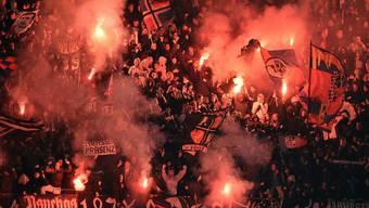 Basler Fans feiern den Führungstreffer