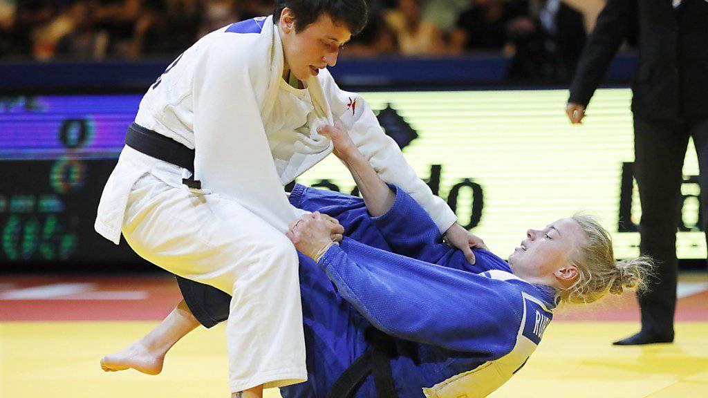 Evelyne Tschopp (links) tritt am Montag nur drei Monate nach einem im Training erlittenen Wadenbeinbruch an den WM in Tokio an