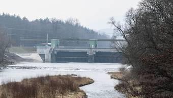 Das Kraftwerk Rupperswil-Auenstein von der Bruecke Rupperswil Auenstein aus gesehen. (Archivbild)