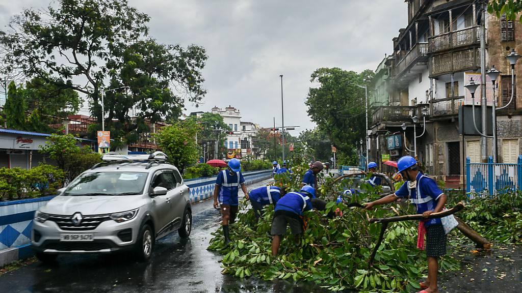Wirbelsturm vor Indien: 1,5 Millionen Menschen in Notunterkünften