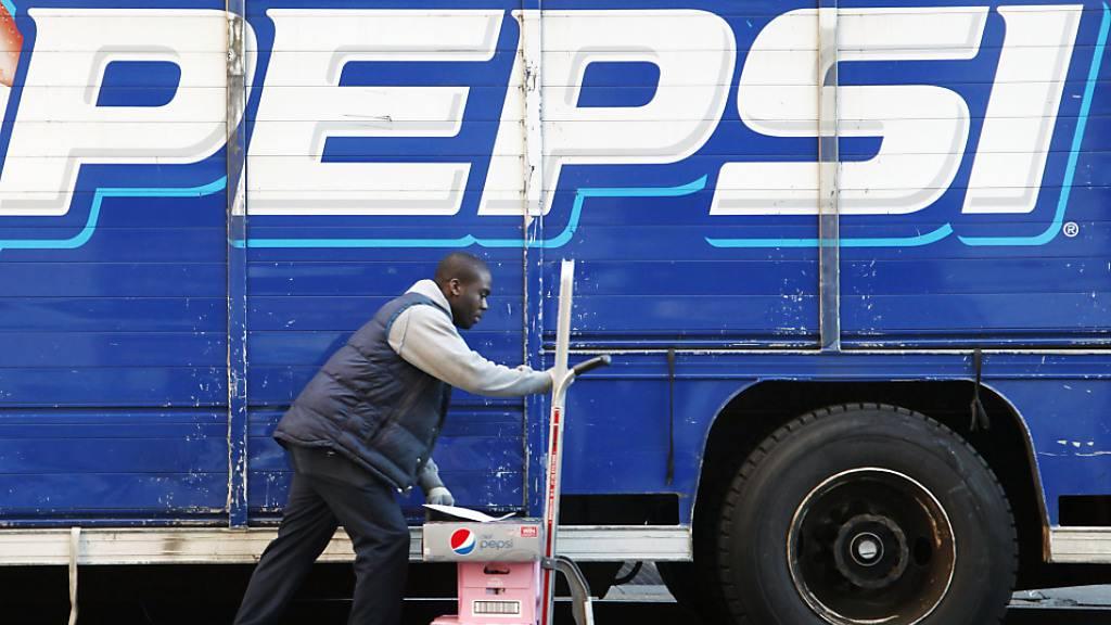 Die Erholung der Wirtschaft macht sich auch beim Getränkeriesen PepsiCo bemerkbar. (Archivbild)