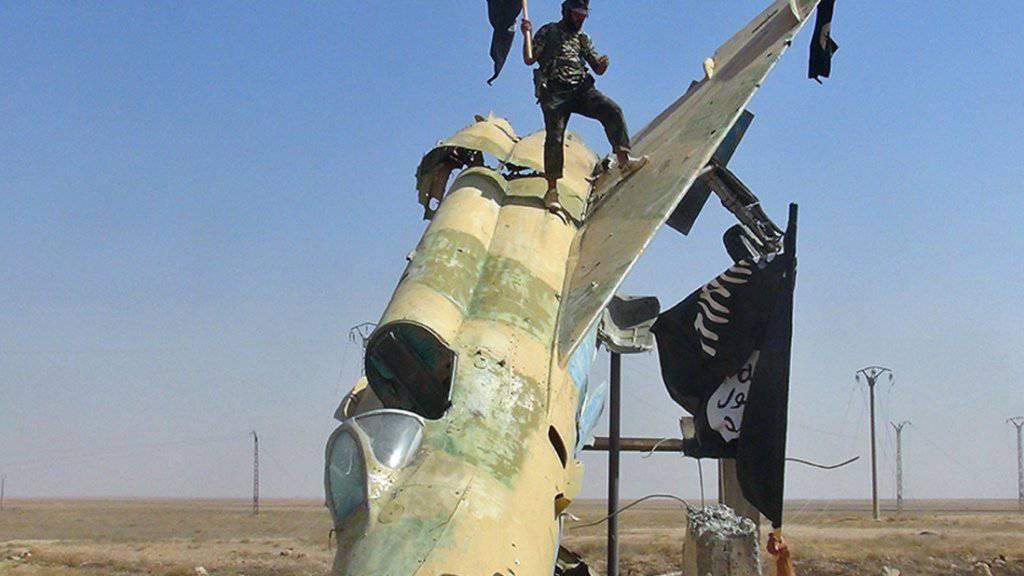 Schätzungen zufolge kämpfen rund 2500 Europäer auf der Seite der Terrormiliz IS in Irak und Syrien. (Symbolbild)