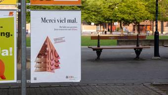 Seit Donnerstag überall in der Stadt zu sehen: Gefälschte UBS-Plakate.
