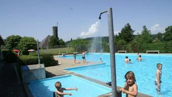 Zu kühl: Beim Schwimmbad Solothurn wie auch bei anderen Badis der Region hofft man auf Wetterbesserung, die die Besucherzahlen wieder ankurbelt. (Bild: Hanspeter Bärtschi)
