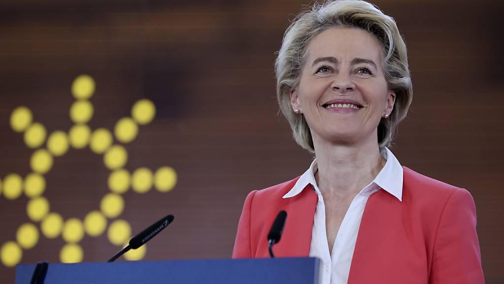 Ursula von der Leyen, Präsidentin der Europäischen Kommission, spricht auf einer Pressekonferenz auf dem EU-Gipfel. Foto: Luis Vieira/AP/dpa