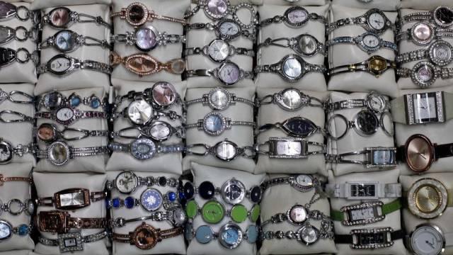 Millionen an gefälschten chinesischen Uhren gelangen in den Handel