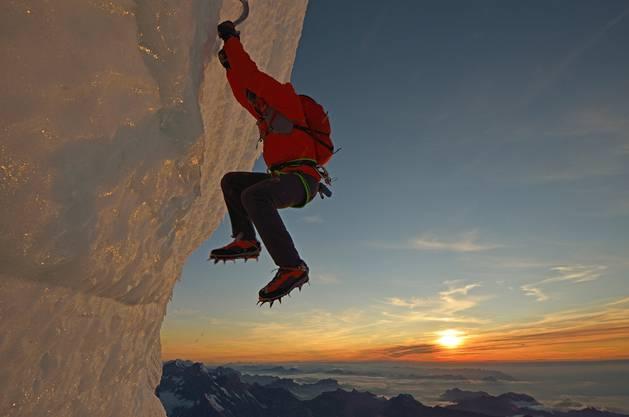 Ueli Steck klettert auf der Jungfrau.
