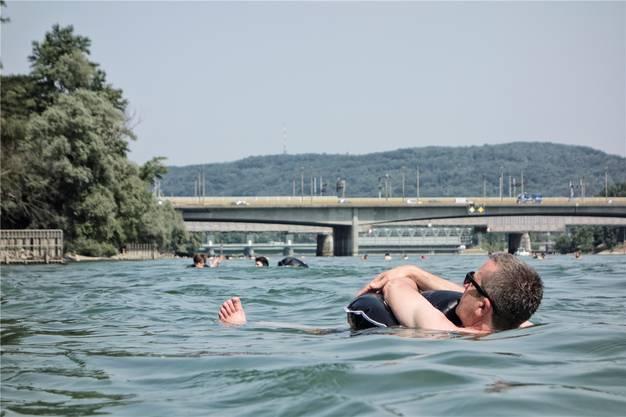 Still sind die Rheinschwimmer meist, wenn sie im Wasser sind. An Land aber kommt es zu Nutzungskonflikten.