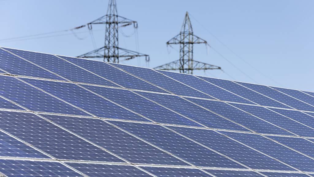 Mit einer denkbar einfachen Massnahme lassen sich Kunden dazu verleiten, einen Ökostrom-Vertrag abzuschliessen. Selbst wenn der grüne Strommix teurer als der konventionelle ist.(Themenbild)
