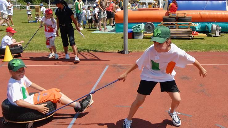Kinder nutzen den Rubtan- und den Rasenplatz nicht nur wie hier an einem Jugendfest, sondern auch in der Freizeit. (Archiv)