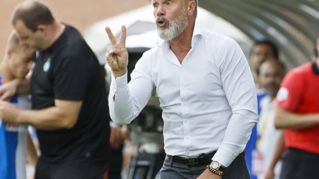V wie Victory? Oder zwei Finger für den Anschluss an Platz 2? GC-Trainer Thorsten Fink ist jedenfalls optimistisch