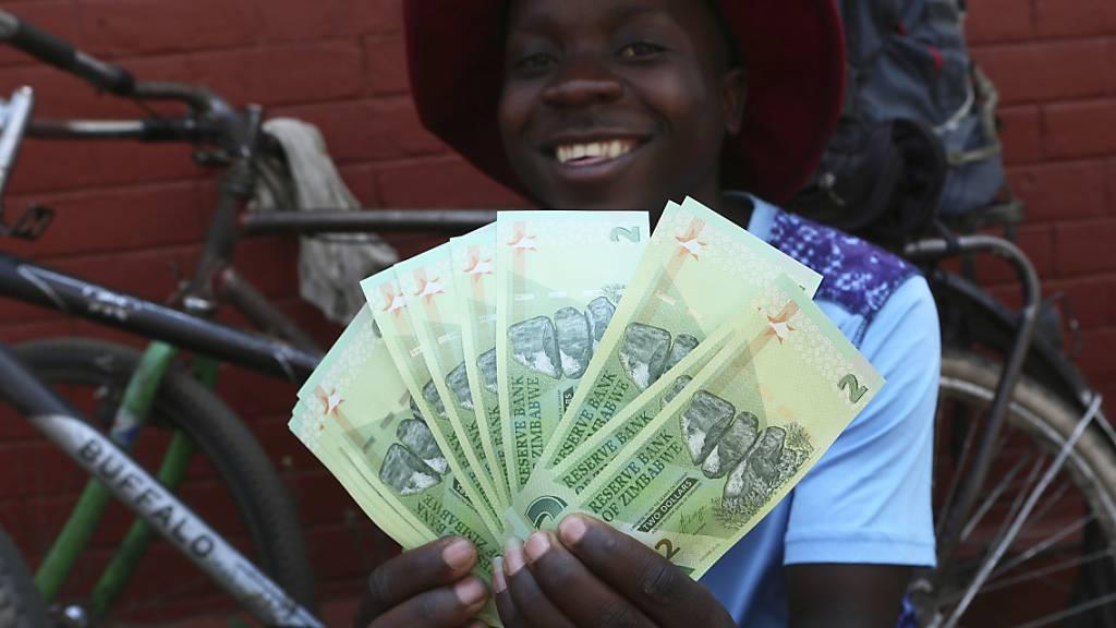 So sieht es aus, das neue Geld Simbabwes.