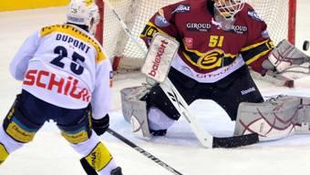 Klotens Micki Dupont scheitert an Genf-Goalie Tobias Stephan